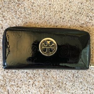 Tory Burch Logo Patent Leather Continental Wallet